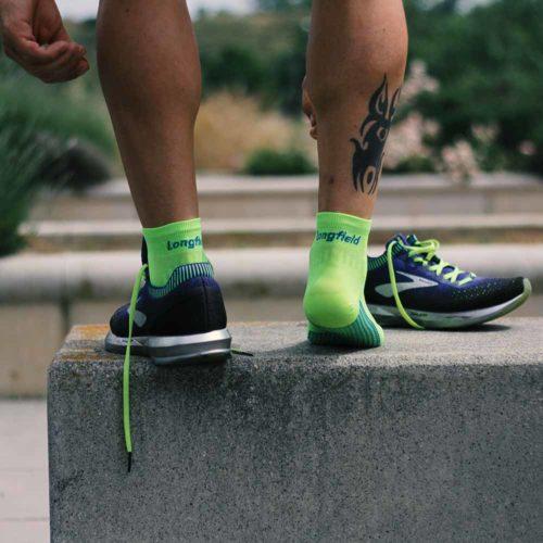 Atando Calcetines running verano